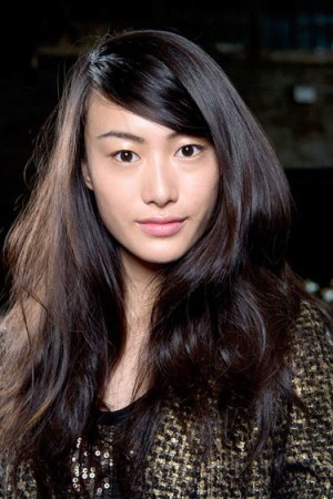 hbz-makeup-trend-ss13-glowing-skin-dkny-lgn