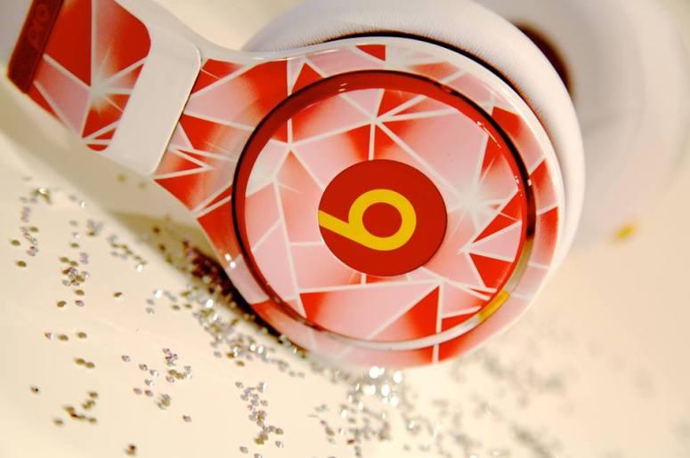 headphones- beats facebook