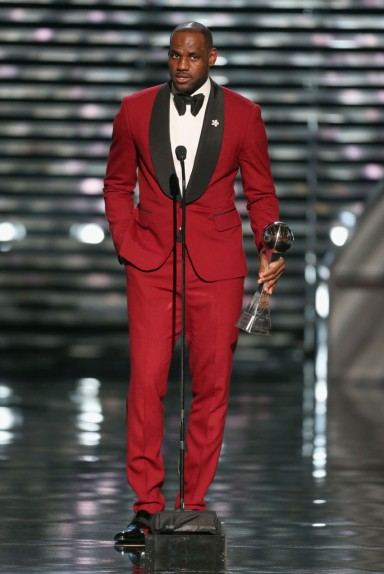 Lebron-James-Savannah-red-suit-2013-ESPY-Awards-red-carpet-fashion-3